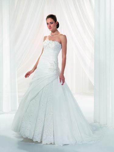 Beispiel: Klassische Brautkleider, Foto: Marry Me.