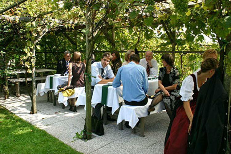 Beispiel: Romantische Terrasse, Foto: Plabutscher Schlössel.
