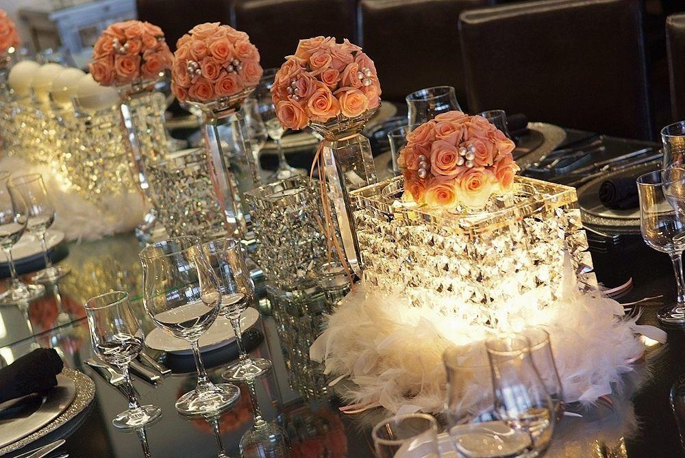 A delicadeza da rosa, a nobreza da cor coral, símbolo da harmonia e felicidade, o puro significado do começo de um romance e o desejo da prosperidade dos afectos. Esta é uma incrível proposta para a sua celebração. Decoration and wedding planner project