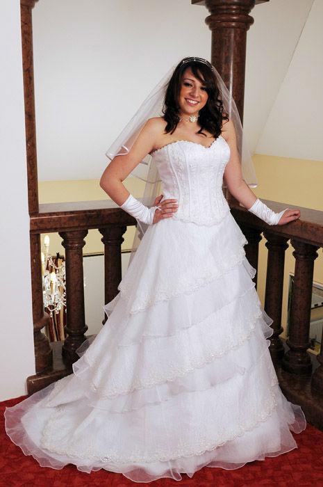 Beispiel: Große Auswahl auch in Übergrößen, Foto: Traut euch Brautsalon.