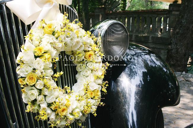 Decoración floral para el auto de boda. Foto: Paola Perdomo