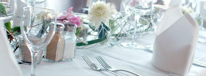 Beispiel: Tischdekoration, Foto: Sweethearts Wedding.