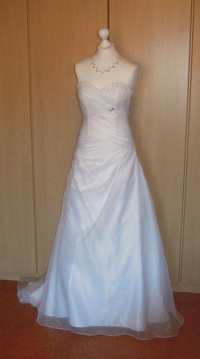 Beispiel: Brautmode, Foto: DRESS.
