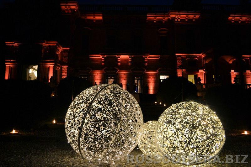 Light design:  le magiche sfere luminose- noleggio decorazioni luminose.