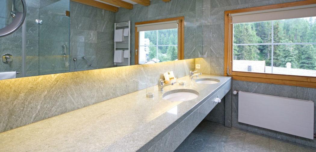 Beispiel: Badezimmer, Foto: Hotel Edelweiss.