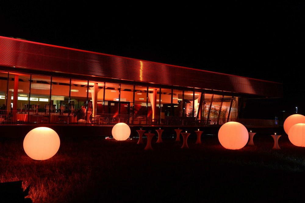 Beispiel: Außenbereich am Abend, Foto: Golden Amber.