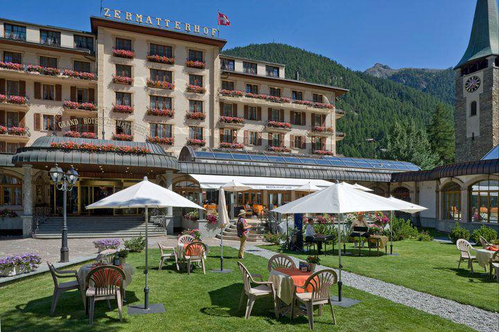 Beispiel: Garten mit Terrasse, Foto: Grand Hotel Zermatterhof.