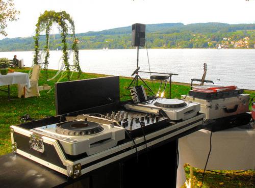 Beispiel: DJ-Equipment, Foto: Swiss Event.