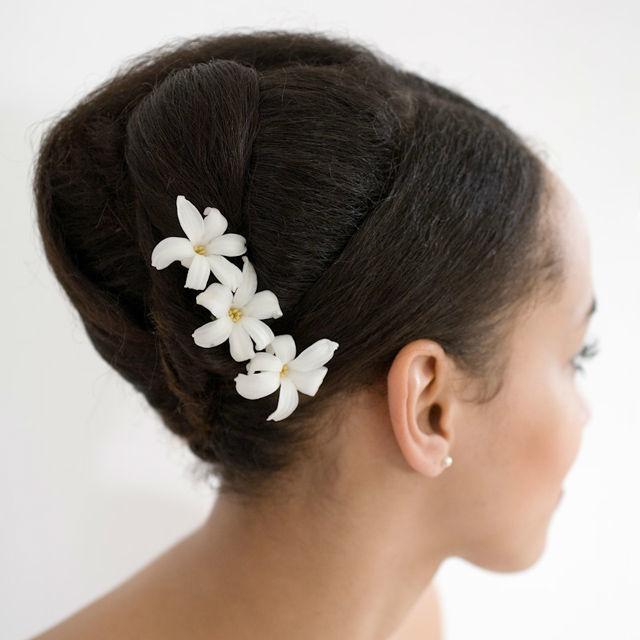 Beispiel: Blumen fürs Haar, Foto: Green Creation StyleStore.