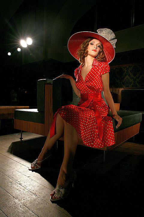 Beispiel: Das perfekte Abendkleid, Foto: Ella Deck Couture Abendmode.