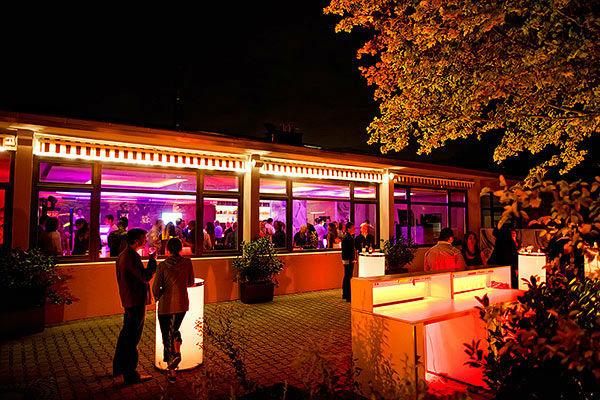 Beispiel: Außenbereich, Foto: Moods Bar & Restaurant.