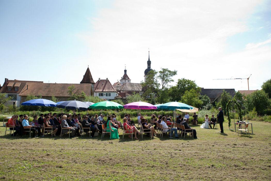 Beispiel: Trauungszeremonie im Freien, Foto: Hotel Freihof.