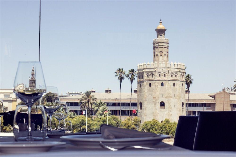 Vistas detalle interior del restaurante Torre del Oro