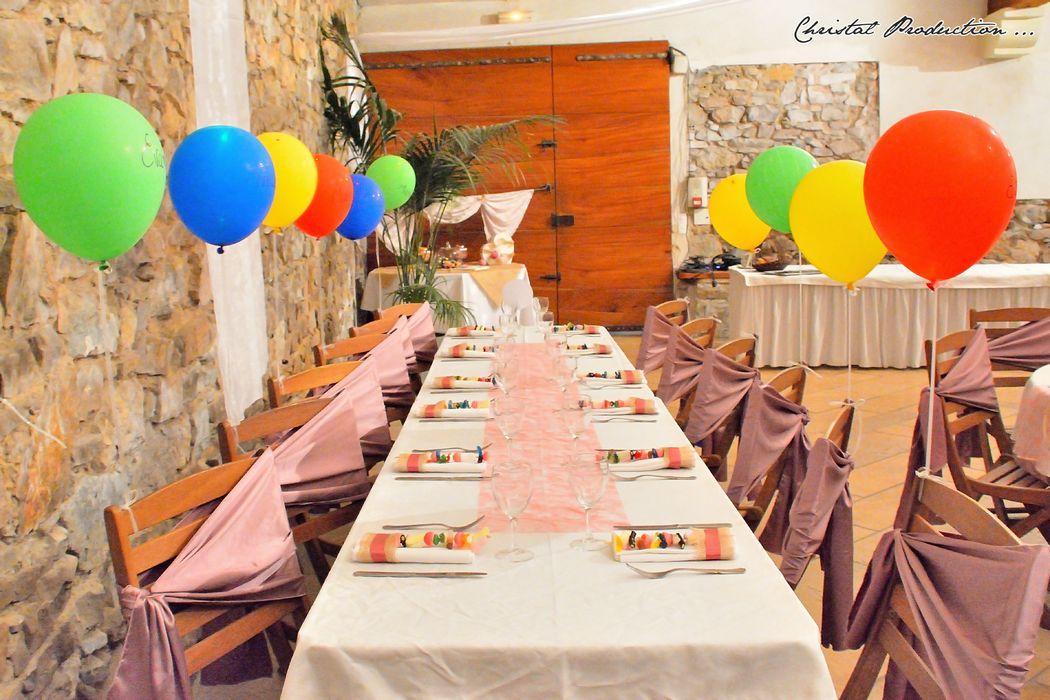 Mariage thème rose chic ; table des enfants