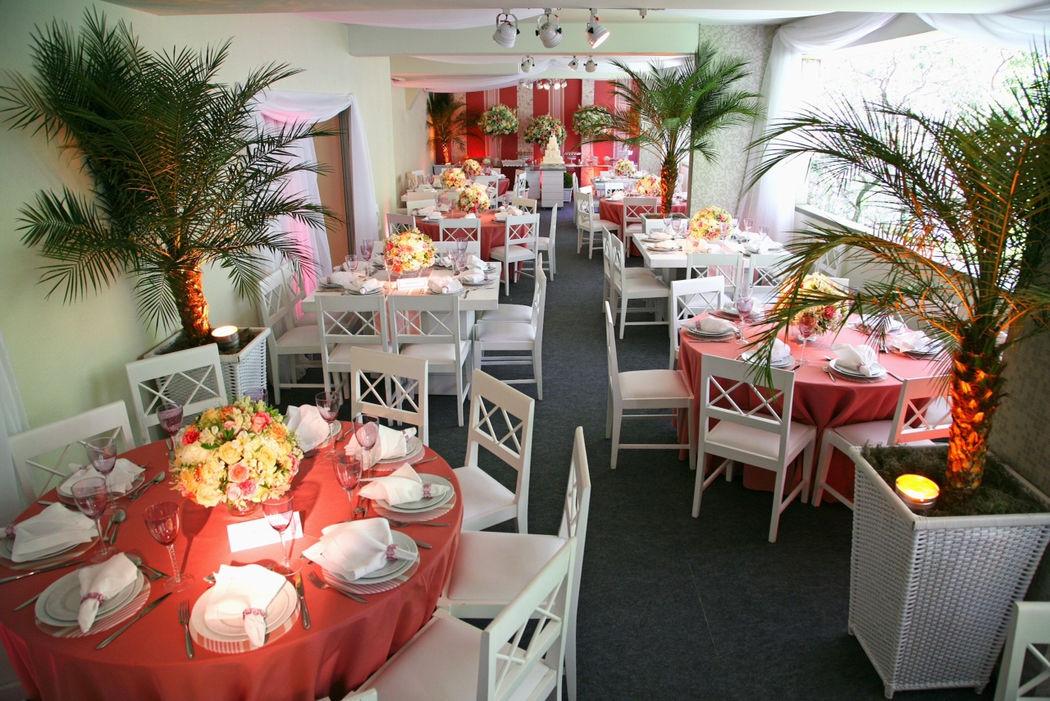 Decoração de um Salão de Festas de um Edíficio em Copacabana. Evento para 80 convidados.