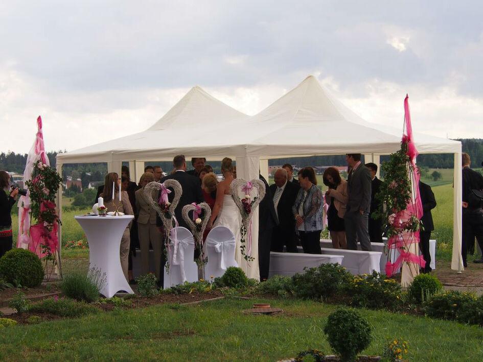 Beispiel: Open-Air Hochzeit, Foto: Butterfly Dreams.