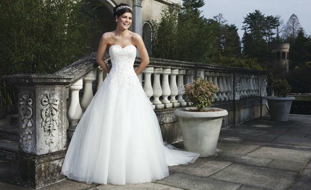 Beispiel: Brautmode, Foto: Brautboutique Nicoletta.