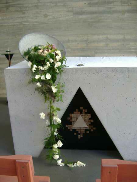 Beispiel: Kirchendekoration, Foto: INSBESONDERE Floristik.