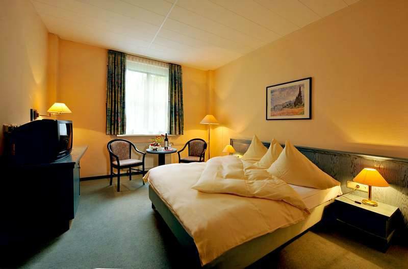 Beispiel: Zimmer, Foto: Schlosshotel Breitenfeld.