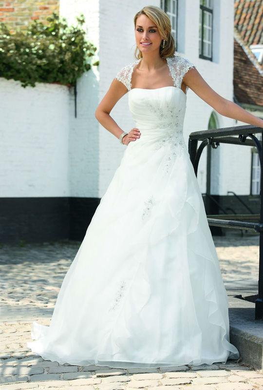 Beispiel: Wunderschöne Brautkleider, Foto: Brautparadies Thun.