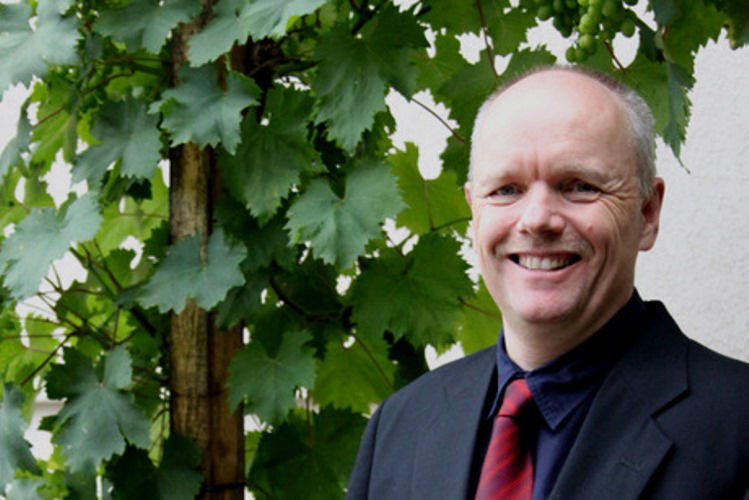 Beispiel: Pfarrer, Foto: Freundschaftsbaum.