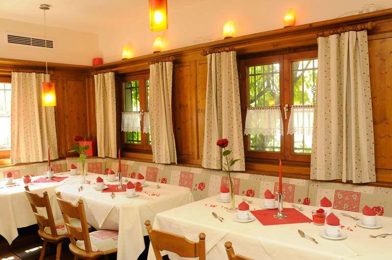 Beispiel: Festliche Tafel, Foto: Bio Hotel Bayerischer Wirt.