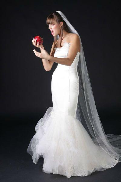 Beispiel: Brautkleid, Foto: 7th Heaven Brautmoden.