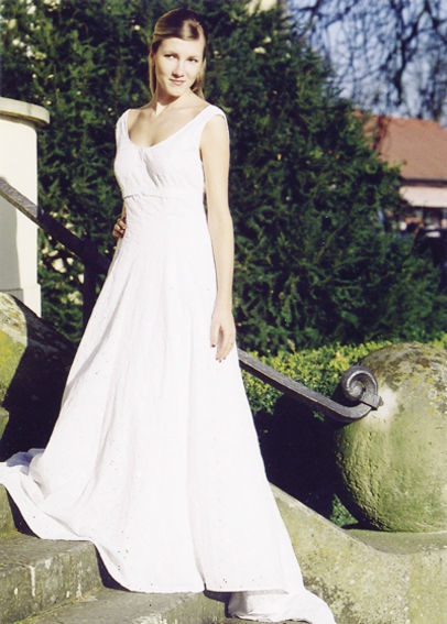 Beispiel: Brautkleid, Foto: Schildbach Braut- und Festmode Halle.