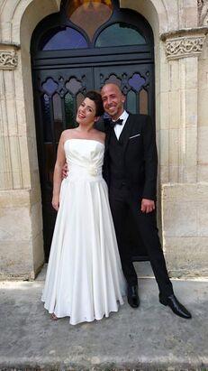 Une photo  d'un couple très sympa à l'entrée de la chapelle