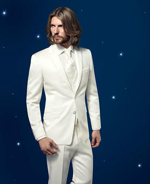 Beispiel: Hochzeitsanzug in Weiß, Foto: Mentel exklusiv.
