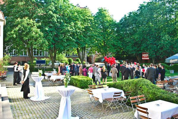 Beispiel: Hochzeitsgesellschaft, Foto: Freiheit Fünfzehn.