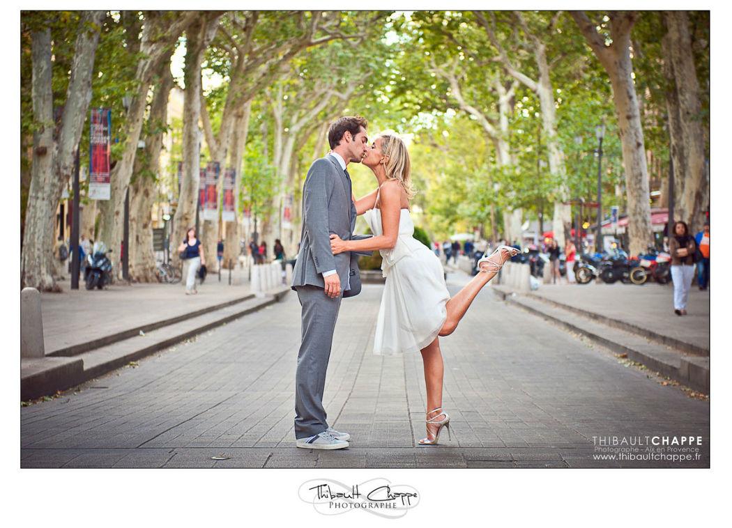 Photo de couple sur le cours Mirabeau (Aix en Porvence)