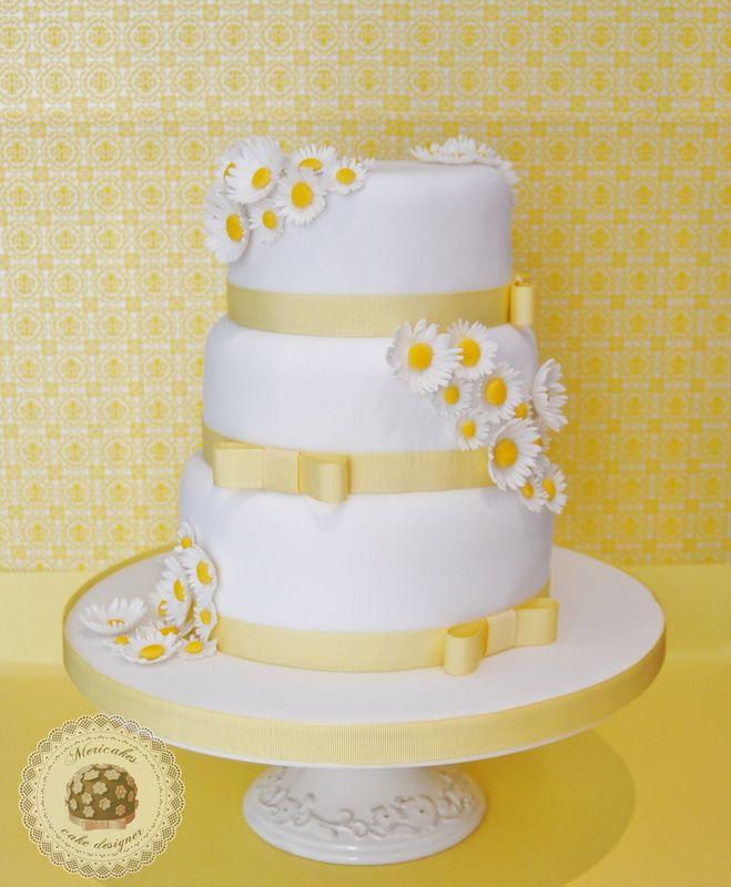 Sweet daisy wedding cake