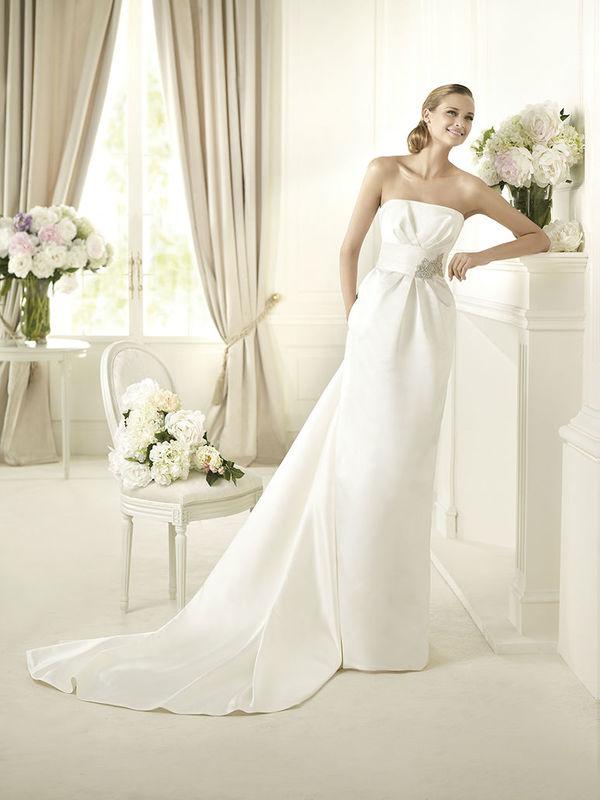 Beispiel: Klassische Brautkleider, Foto: Salon.