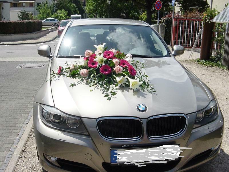 Beispiel: Autoschmuck, Foto: Blumen Kamm.