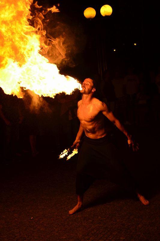 Mr.Milk - Espetáculos e Eventos  Serviço de malabarismo de fogo