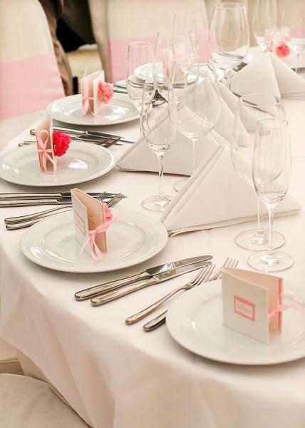 Beispiel: Tischdekoration - Pompons, Foto: HoneyHome.