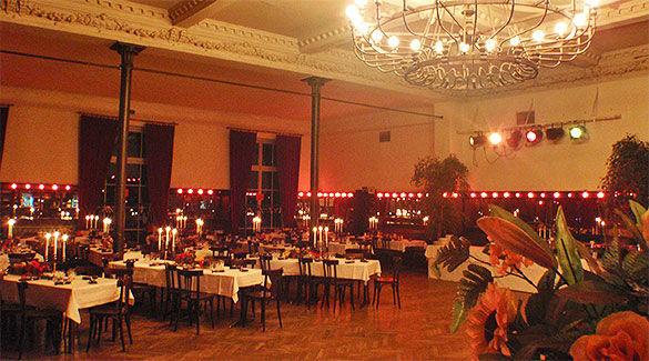 Beispiel: Ballsaal, Foto: Gare de la lune.