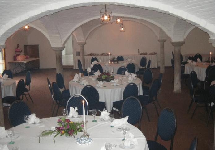 Beispiel: Hochzeitsgedeck im Gewölbe, Foto: Gut Thurnsberg.