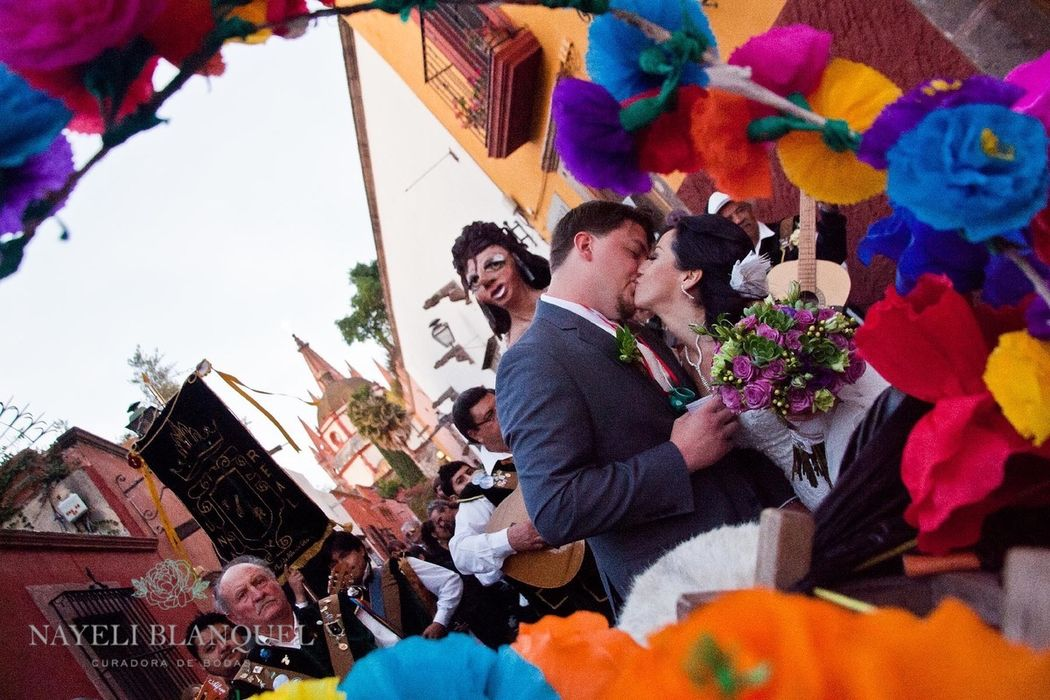 Callejoneada para Boda en San Miguel de Allende. Nayeli Blanquel, curadora de bodas