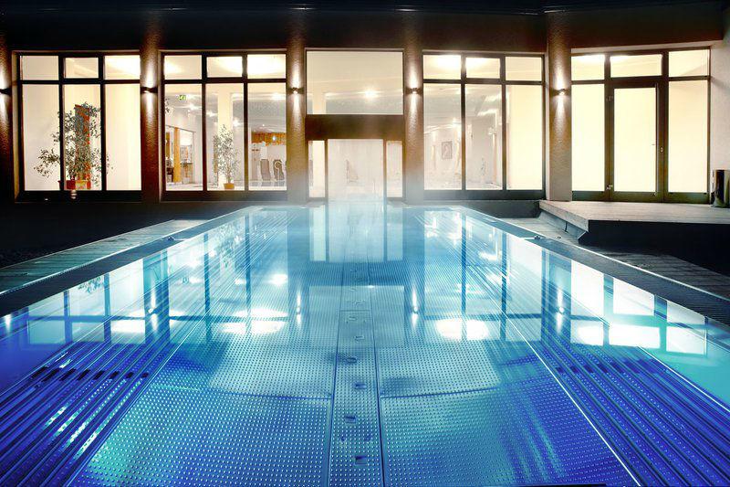 Beispiel: Schwimmbad, Foto: Alpen Adria.