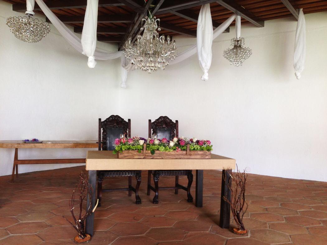 Mesa para novios.