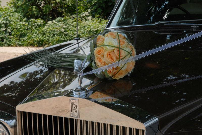 Beispiel: Rolls Royce mit Blumenschmuck, Foto: Royal Chauffer.