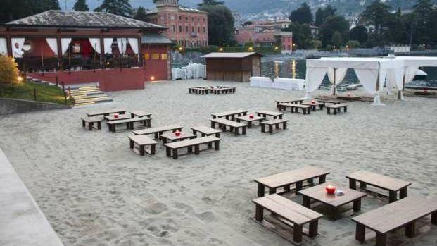 Tavoli sulla spiaggia - Lido di Lenno