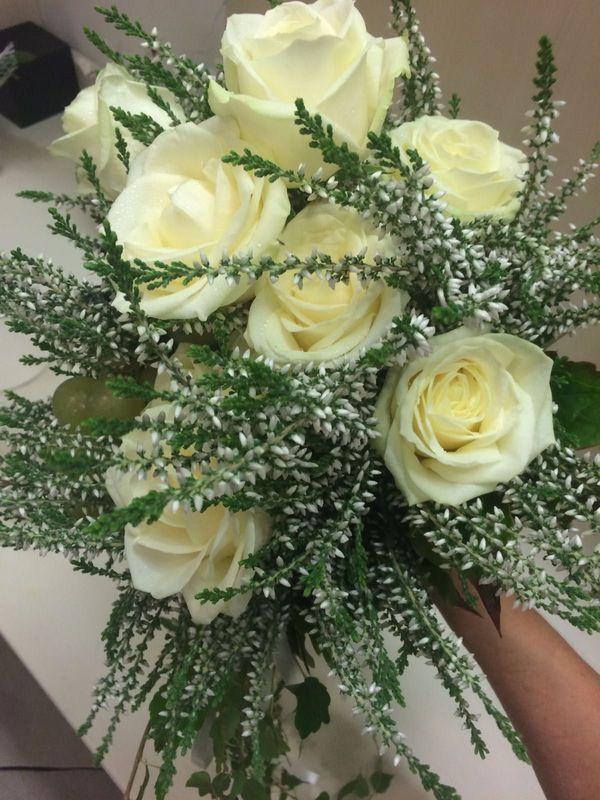 Erica e rose bianche