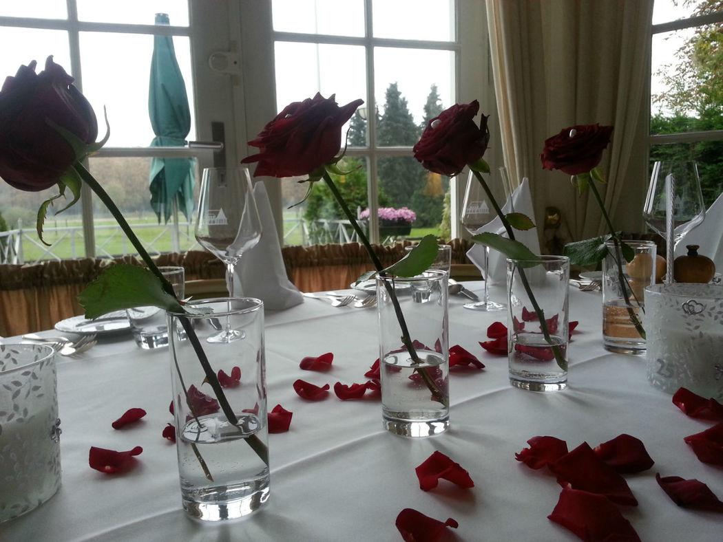 Beispiel: Hochzeitsbankett - Tischdekoration, Foto: Landhaus am Poloplatz.
