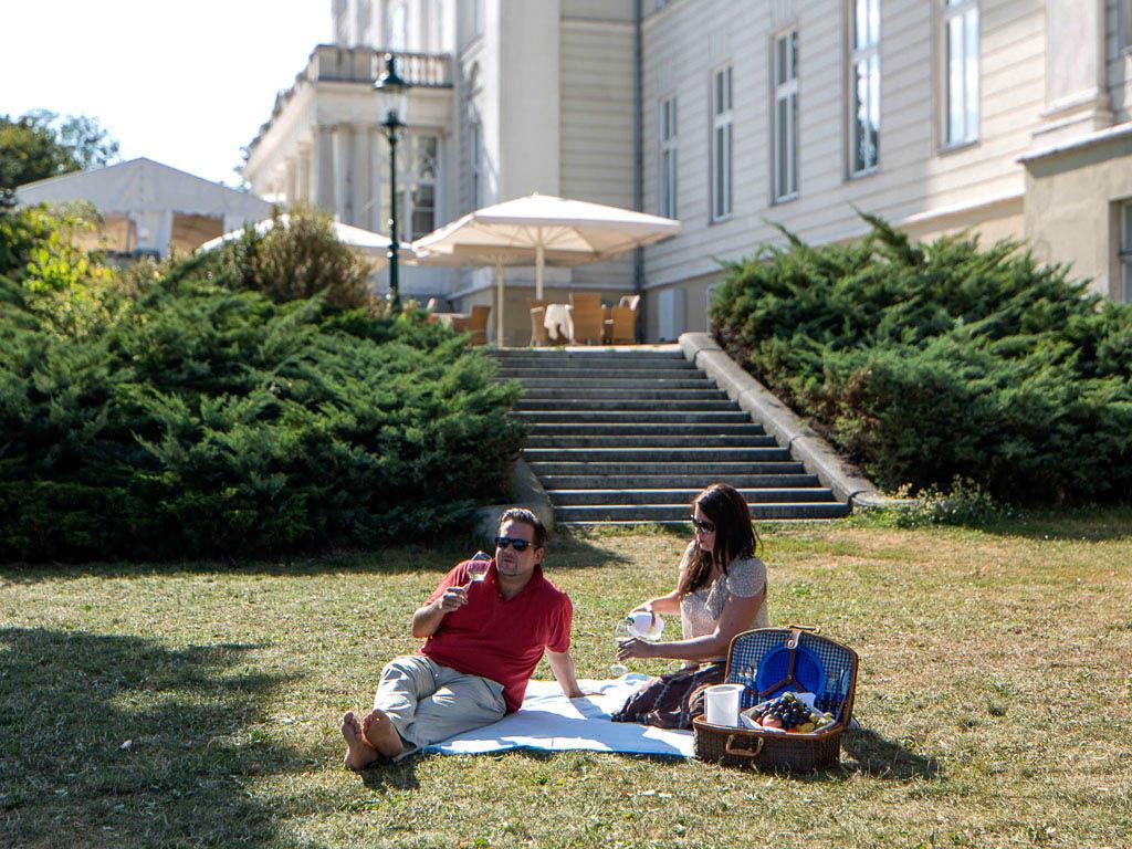 Beispiel: Gemütlicher Park, Foto: Austria Trend Hotel Schloss Wilhelminenberg.