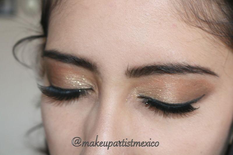 Hermosos maquillaje de ojos en tonos cafés y dorados hermosa combinación. Makeup Artist Mexico
