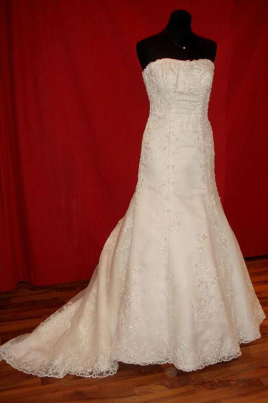 Beispiel: Kleider für die Braut mit Stil, Foto: Der Brautladen.