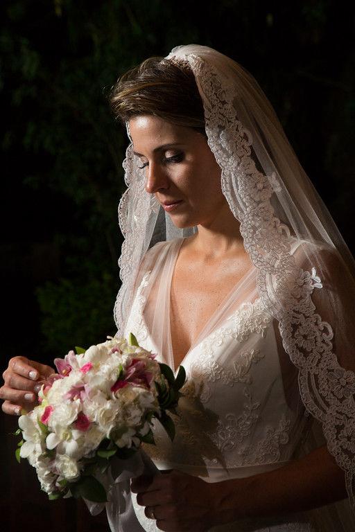 Vanessa Aune Cerimonial. Noiva maquiada. Foto tradicional.